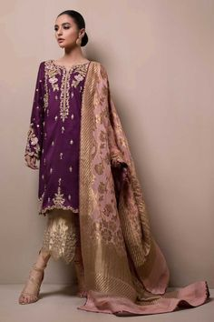 SANA ABBAS Light Party Wear And Formal Wear at Retail and whole sale prices at Pakistan's Biggest Replica Online Store Shadi Dresses, Pakistani Formal Dresses, Pakistani Wedding Outfits, Pakistani Dress Design, Indian Dresses, Pakistani Fashion Party Wear, Indian Suits, Casual Dresses, Fashion Dresses