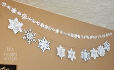 Snowflake garland and Let it SNOW banner made using the #Cricut at http://thehappyscraps.blogspot.com