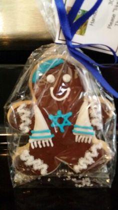 Hannukah ideas Adorable Hanukkah sugar cookie Not sure I would want to eat it its too cute Hanukkah Crafts, Jewish Crafts, Hanukkah Food, Hanukkah Decorations, Christmas Hanukkah, Happy Hanukkah, Hanukkah Recipes, Xmas, Holiday Cookies
