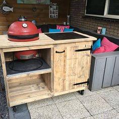 Steigerhout buitenkeuken voor de Kamado Joe BBQ verrijdbaar Kitchen Grill, Kitchen Cart, Weber Kettle, Grill Table, Grilling, Bbq, Outdoor Decor, Home Decor, Image