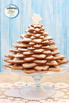 Zencefilli kurabiye kis aylarinin ozellikle de yilbasi zamaninin vazgecilmezlerinden. Bu sene kurabiyeleri degisik boyutlarda yildiz seklinde kurabiye kaliplarindan olusan agac yapma kaliplari ile …
