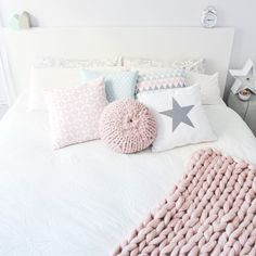 Pastel decor and xxl knits Pastel Bedroom, Pastel Decor, You Wake Up, Nordic Home, Color Palate, Beautiful Bedrooms, Interiores Design, Merino Wool Blanket, Photo And Video