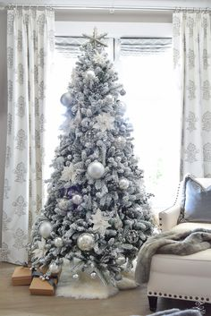 ZDesign At Home: Decked Styled Holiday Tour – A Christmas Bedroom white christmas Grey Christmas Tree, Best Christmas Tree Decorations, Elegant Christmas Trees, Flocked Christmas Trees, Christmas Tree Design, Christmas Bedroom, Christmas Home, Christmas Ornaments, Christmas Mantles