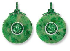 A gorgeous example of gemstone integration. Tsavorite garnets with jade. Metals are white gold and copper. From Hemmerle.