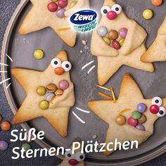 Plätzchentipp von Zewa Wisch&Weg: Diese süßen Sternchen haben bunte Schokolinsen im Gepäck. Wie sie gemacht werden, erfahrt ihr beim Klick auf den Pin. Gleich merken und losbacken!