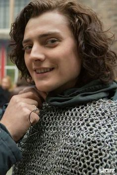 Aneurin Barnard as Richard iii behind the scenes of The White Queen
