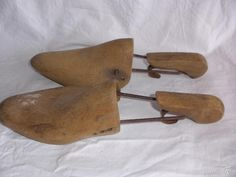Antiguas hormas de zapato en madera etnografía ( vendidos, sold) Garden Trowel, Garden Tools, Antiques, Shoe Tree, Old Things, Coat Hooks, Footwear, Tools, Antiquities