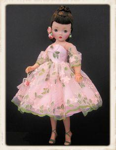 Vintage Stuff, Vintage Dolls, Barbie, Green Gown, Children's Toys, Madame Alexander Dolls, Dollhouse Dolls, Dollhouses, Modern Fashion