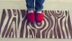 Faux-bois-DIY-rug...cool idea I want to make this!