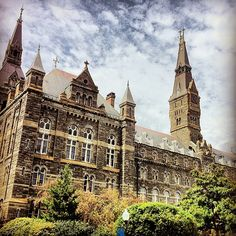 University -I arrived in Georgetown not realizing I would fall under its spell. I walked and walked but I did not end up coming here. A big bummer since I am considering to apply here for nursing. Georgetown University, University Of Washington, Washington Dc, George Washington, College Campus, College Life, Georgetown Hoyas, Top Universities, Law School
