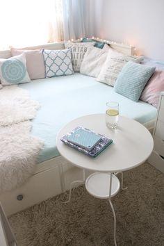 My little white Home: Pokój nastolatki-leżanka Hemnes Small Apartment Bedrooms, Small Room Bedroom, Spare Room, Hemnes, Diy Room Decor, Bedroom Decor, Home Design Decor, House Design, Home Decor