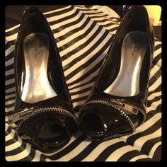 🎉Host Pick!!!🎉patent non-leather heels I'm selling a pair of non-leather heels, perfect for a night out on the town! In good condition with a few minor scuffs. Charlotte Russe Shoes Heels