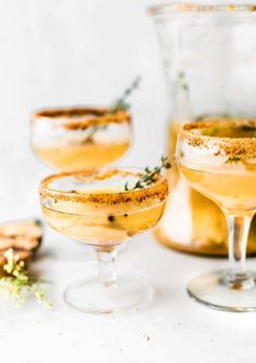 Honey Roasted Pear Sparkling Cocktails & Mocktails Champagne Cocktail, Signature Cocktail, Sparkling Wine, Cocktail Mix, Cocktail Ideas, Milk Shakes, Bridal Shower Drinks, Bridal Showers, Best Alcohol