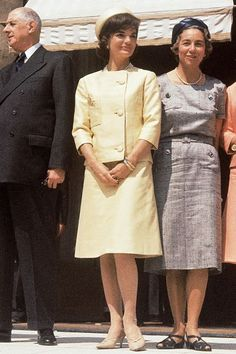 Iconic Jackie Kennedy Fashion Pictures - Style Photos of Jackie O Jacqueline Kennedy Onassis, Estilo Jackie Kennedy, Os Kennedy, Jaqueline Kennedy, Die Kennedys, Familia Kennedy, First Ladies, 1960s Fashion, Southampton