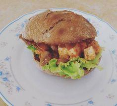 Tofu em pão de alfarroba | SAPO Lifestyle