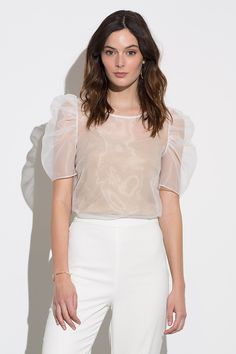 Amanda Uprichard Smith Top Set in White Earth Look Fashion, Fashion Outfits, Fashion Trends, Modern Filipiniana Gown, Filipino Fashion, Sexy Skirt, Western Outfits, Blouse Designs, Classy Outfits