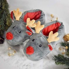 Chaussons Rudolph Gadgets, Funny Slippers, Fluffy Phone Cases, Mode Geek, Rena, Bedroom Slippers, Famous Last Words, Love Blue, Christmas Fashion