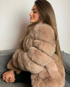 No photo description available. Chinchilla, Fox Fur Coat, Fur Coats, Sheepskin Coat, Fabulous Furs, Cyberpunk Fashion, Gothic Fashion, Steampunk Fashion, Emo Fashion