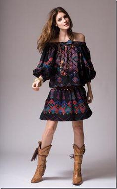 vestido estilo hippie com bota