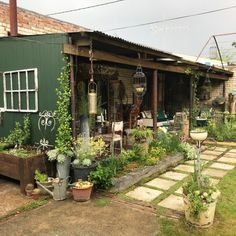 Cottage at die Waenhuis is surrounded by beautiful views, and its location offers access to a variety of walking trails in the area, restaurants, shops and the famous Owl House Museum.  #TravelGround #plats #cottage #quaint