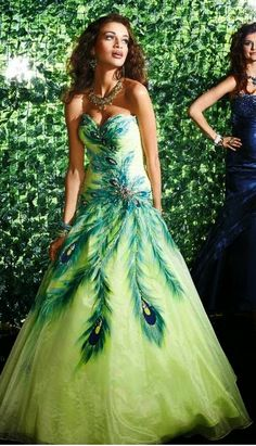 Make Your Wedding Ceremony a Unique One With the Peacock Theme Party   Wedding Dress Party. http://simpleweddingstuff.blogspot.com/2014/06/make-your-wedding-ceremony-unique-one.html