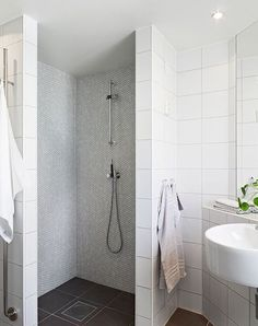 Contemporary bathroom remodel bathroom with walk in shower contemporary bathroom remodel ideas elegant walk in showers Bad Inspiration, Bathroom Inspiration, Simple Bathroom, Modern Bathroom, White Bathrooms, Luxury Bathrooms, Master Bathrooms, Minimalist Bathroom, Dream Bathrooms