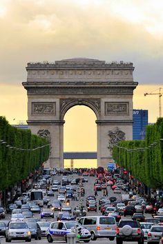 Arc de Triomphe just stpes away from @Four Seasons Hotel George V Paris