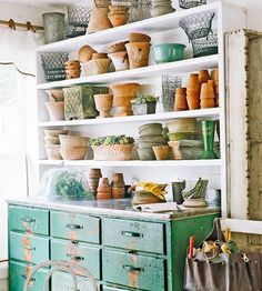 I sure could use a potting break-front like this one. very nice. ... now that I'm studying it.. it's not attached.
