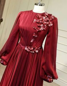 G r nt n n olas i eri i ayakta duran insanlar Wedding Evening Gown, Simple Wedding Gowns, Evening Dresses, Modest Fashion, Hijab Fashion, Fashion Dresses, Hijab Prom Dress, Prom Dresses, Simple Hijab