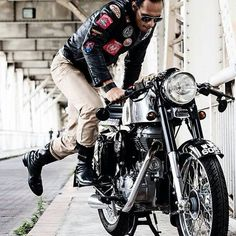 Caféif you love the beautiful images of motorcycles, clothing, accessories helmets, look www.gentlemens-factory.com  See you on pinterest or on the road!  Laurent