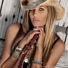 I love her beach blonde hair color and cowgirl hat. She looks sexy and free!