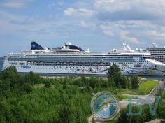 Todos tenemos dudas sobre nuestro próximo destino. Esta guía te ayudará a despejar las tuyas sobre Tallinn  TRANSPORTE Puedes llegar por tierra, mar y aire. Tallinn es uno de los principales puertos de cruceros del Báltico, cuenta con un aeropuerto internacional y está bien comunicado por carretera.