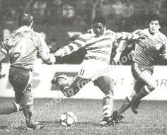 O Sporting segue na Taça UEFA, comvitória sobre o Atlético de Bilbau, por concludentes 3-0, golos de Manuel Fernandes, Meade e Sousa. O terceiro golo, obtido por Antonio Sousa após a marcação de um livre de que se encarregara Pacheco, levantou o Estádio de Alvalade.