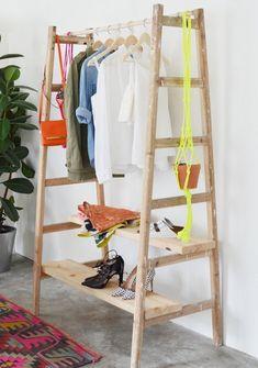 cool interior design ideas wooden ladder in living room Simple Furniture, Diy Furniture, Furniture Design, Diy Clothes Hanger Storage, Handmade Home Decor, Diy Home Decor, Diy Clothes Alterations, Diy Clothes Videos, Closet Designs