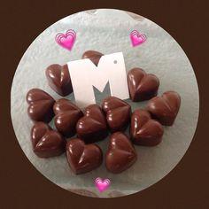 We Liked this on Instagram ... bombontinas: Bombones corazones de chocolate rellenos de deliciosos sabores para  regale a esas madres maravillosas  #bombontinas #bombones #madres #diadelamadre #chocolates #corazones #regalos #delicias #placer 0412/3300492