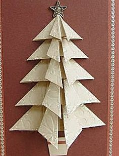 Kerstboom gevouwen van mooie resten behangpapier.