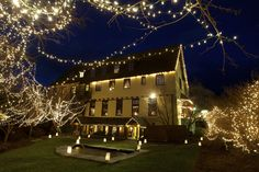 Settlers Inn welcomes guests with a spectacular outdoor light display! #PoconoMtns
