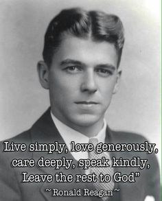 Formal photograph of Ronald Reagan. Why can't we get another Ronald Reagan as President? Greatest Presidents, American Presidents, American History, 40th President, President Ronald Reagan, Nancy Reagan, Shining Tears, Ronald Reagan Quotes, Raining Men