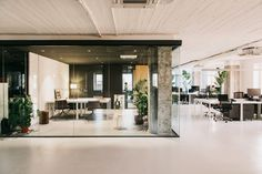 Completed in 2017 in Barcelona, Spain. Images by Salva López. On the sixth floor of an office building in Barcelona, MESURA designs a new Coworking space with 750 square meters. Showroom Design, Interior Design, Design Interiors, Cafe Design, Interior Styling, Coworking Space, Building Columns, Black Painted Walls, Workspace Design