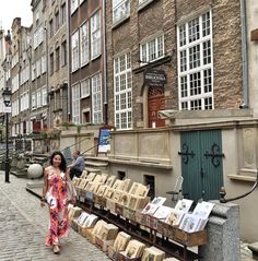 Vintage & Amber shopping on Mariacka Street. Such a cute cobblestone street! Feels like I'm on a movie set. #Gdansk #Poland #yktravels