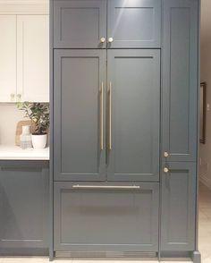 Panel Ready Refrigerator, Refrigerator Cabinet, Built In Refrigerator, Subzero Refrigerator, Ready Made Kitchen Cabinets, Kitchen Pantry Cabinets, Kitchen Counters, Kitchen Cabinet Handles, Kitchen Furniture