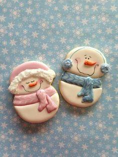 Snowman and Snowwoman cookies. Fondant Cookies, Galletas Cookies, Cupcake Cookies, Fancy Cookies, Iced Cookies, Cute Cookies, Yummy Cookies, Snowman Cookies, Christmas Sugar Cookies