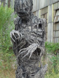 Pumpkinrot does some of the most amazing stuff I've ever seen done for Halloween! His root monster is downright terrifying