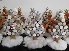 Creative Christmas Decorations on a Budget – Wine Cork Christmas Tree - Glitzy cork trees You are in the right place about harry potter crafts Here we offer you the most b - Christmas Wine, Diy Christmas Tree, Christmas Crafts For Kids, Holiday Crafts, Christmas Decorations, Christmas Ideas, Burlap Christmas, Country Christmas, Spring Crafts