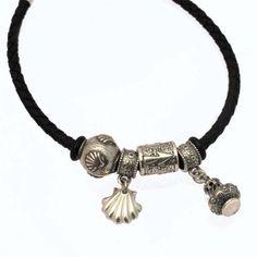 Pack ahorro de Pulsera (de plata y cuero) con charms (de plata) tipo Pandora del Camino de Santiago, fabricados artesanalente. Tax-free. Portes gratis