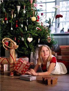 Χαρούμενα παιδιά, αυτή είναι η μαγεία των Χριστουγέννων! Κάνε re-pin αυτή τη φωτογραφία και μπες στην κλήρωση για μία δωροκάρτα ΙΚΕΑ αξίας 50€ και ένα λεύκωμα για τα 10 χρόνια ΙΚΕΑ στην Ελλάδα!