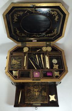 ARTE ORIENTAL-maravilhosa caixa em laca com detalhes em dourado com cenas do cotidiano chines para