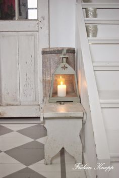 love these painted floors Vintage Farmhouse, Farmhouse Style, Farmhouse Decor, Entry Stairs, Entry Hallway, Living Room White, White Rooms, Lantern Candle Holders, Candle Lanterns
