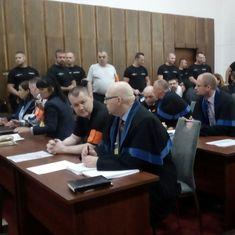 Gang sátorovcov sa postavil pred súd. Hlavný obžalovaný Zsolt Nagy alias Čonty vyhlásil, že je vinný. Okrem iného sa podľa obžaloby mal podieľať aj na vražde svojho šéfa Ľudovíta Sátora. Jeho družka mŕtva. Deti bossa Sátora chcú od obžalovaných státisíce.