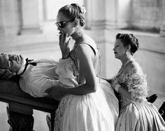 John Malkovich, Uma Thurman and Swoosie Kurtz on the set of Dangerous Liaisons directed by Stephen Frears,1988
